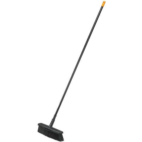 Fiskars Balai multi-usage avec technologie de polis PowerClean, Longueur: 1,7 m, Tête taille: L, Noir/Orange, Solid, 1025926
