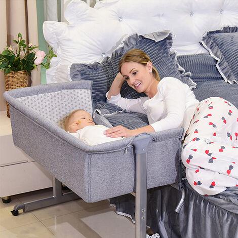Culla Culla Co-sleeping Inclinazione e altezza regolabile con letto laterale con giocattolo sospeso Lettino per camera da letto Soggiorno da viaggio,zanzariera gratuita