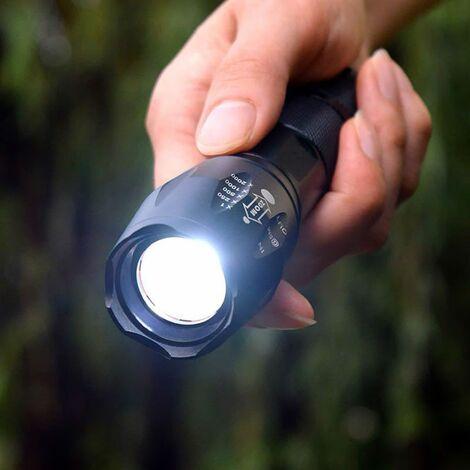 Lampe torche militaire
