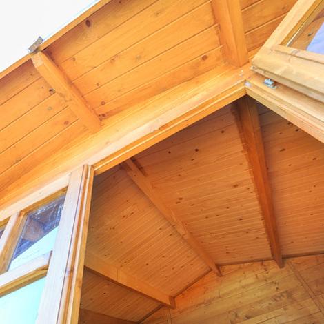Cómo reparar puertas y ventanas de una caseta de jardín