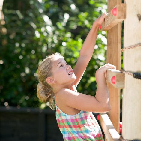 Aire de jeux et d'escalade en bois, dim. 240x120x220 cm, Swing King Bokito avec mur avec des pierres d'escalade, échelle de corde, corde d'escalade, filet d'escalade et barre de gym