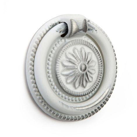 Anilla en zamak con acabado decape blanco, dimensiones: 38x38x9mm, ø: 38mm - talla