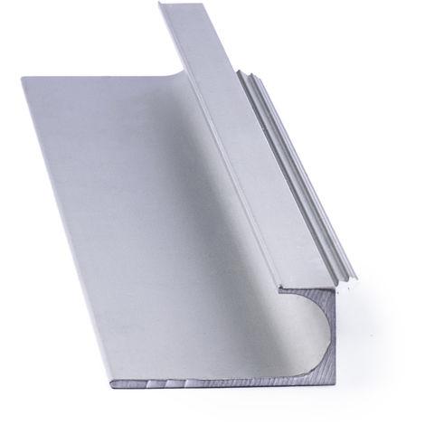 Asa de estilo moderno, fabricada en aluminio, con acabado cromo brillo y 247 mm de distancia entre puntos.