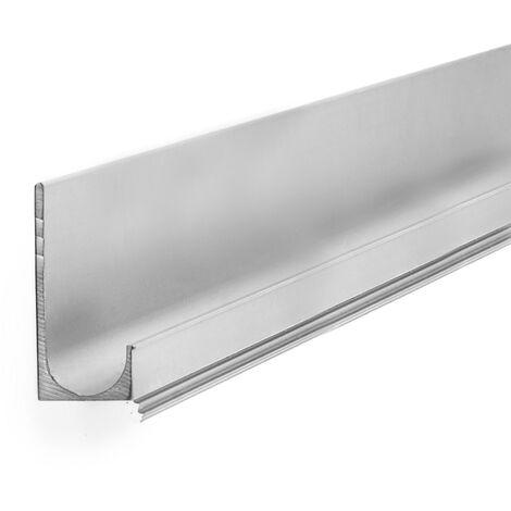 Asa de estilo moderno, fabricada en aluminio, con acabado cromo brillo y 597 mm de distancia entre puntos.
