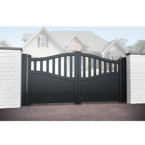 Bell Curved Top with Medium Infill Double Driveway Gate