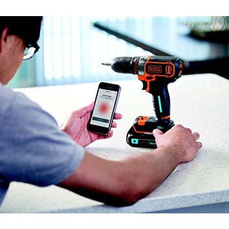 Black Decker Perceuse-visseuse sans fil 18V, 1,5Ah, Smart Tech avec chargement USB, double Bit, Chargeur rapide et coffre, 1pièce, bdcdc18kst