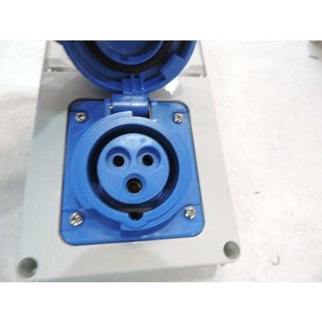 Boitier prise socle 2P+T 16A femelle bleu 200-250V 50/60HZ 6H protection fusible avec inter de verrouillage IP55 GEWISS GW66326