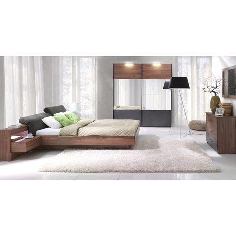 Chambre à coucher RENATO. Lit sommier 180x200 avec tables de chevet intégrées, commode, armoire 200 cm + miroirs. - Marron