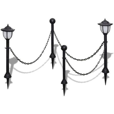 Clôture à chaîne avec deux lampes solaires LED et deux piquets