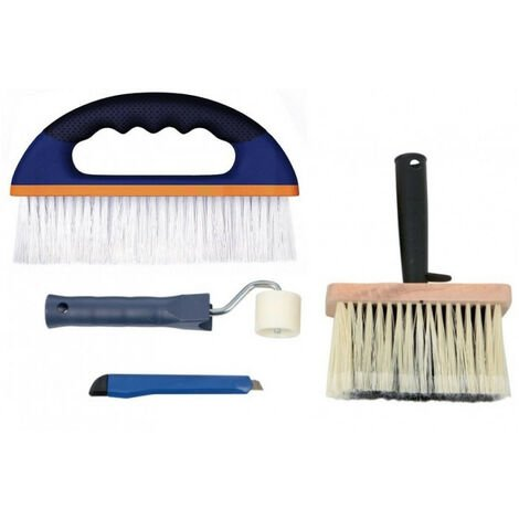 Coller du papier peint : tables, brosses, rouleaux