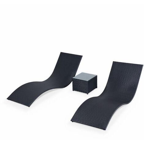 Coppia lettini prendisole in resina intrecciata + tavolino lounge nero Roma
