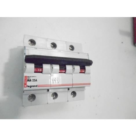 Disjoncteur 3P 25A courbe MA 50ka LEXIC DX-MA LEGRAND 007171
