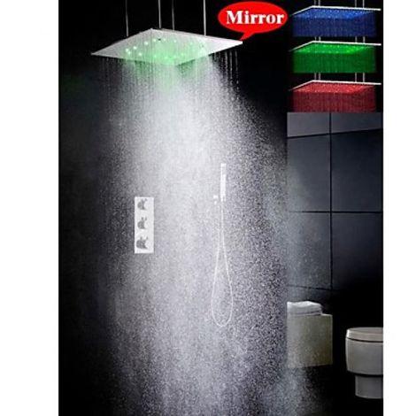 Ducha termostática grifo salida de agua en precipitación