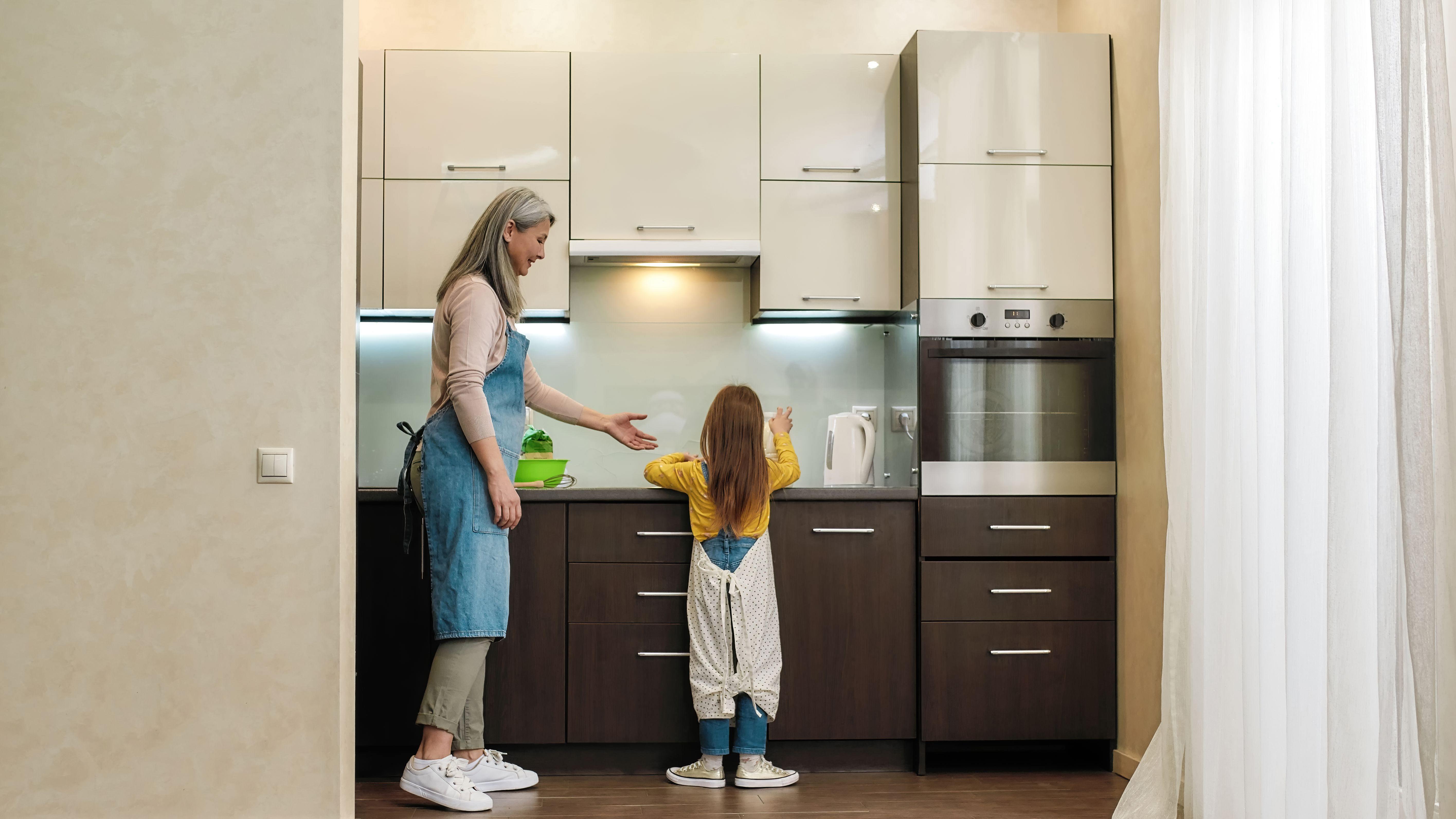 Eine kleine Küche einrichten: So geht's