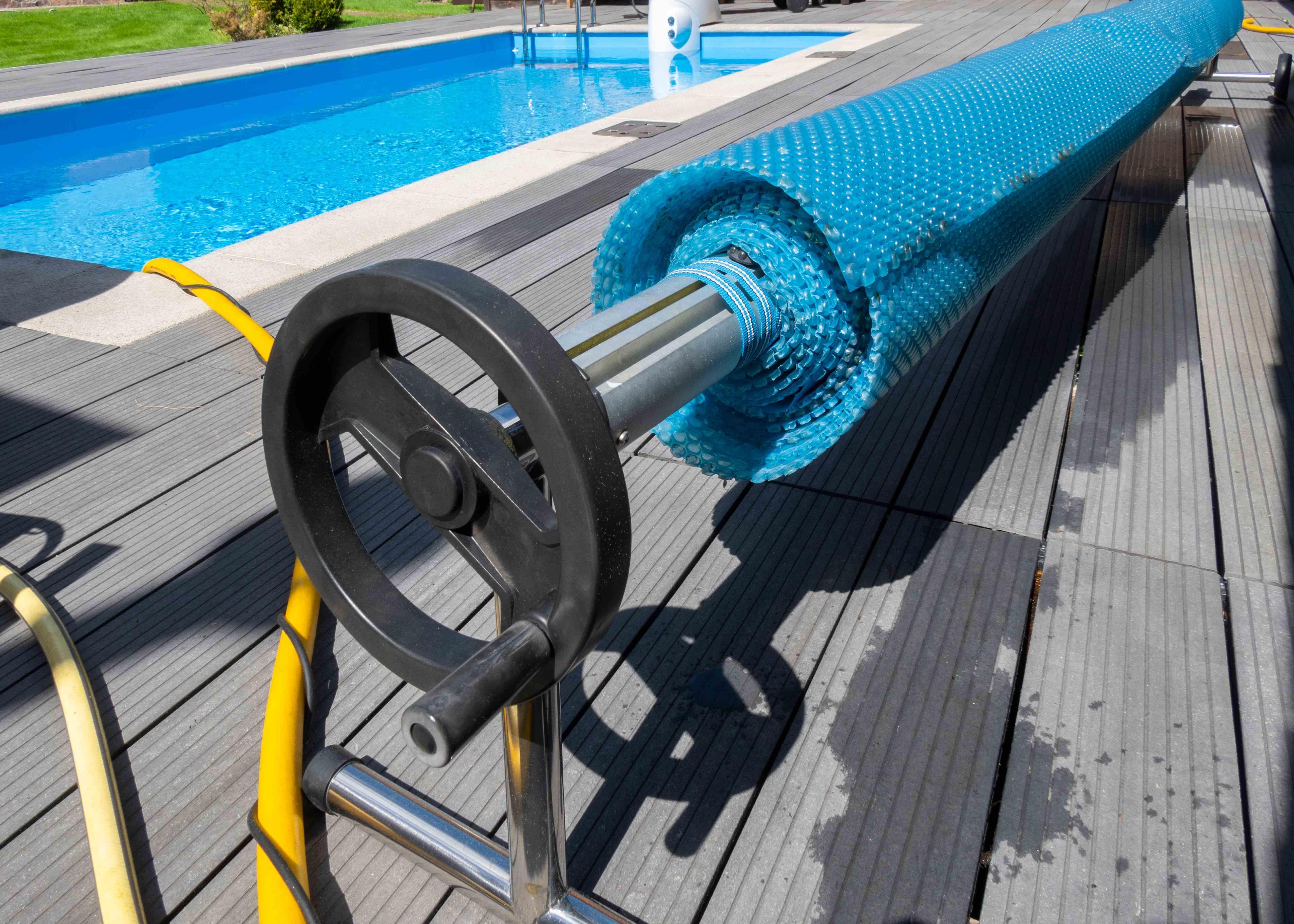 Enrouleur de bâche de piscine : comment choisir