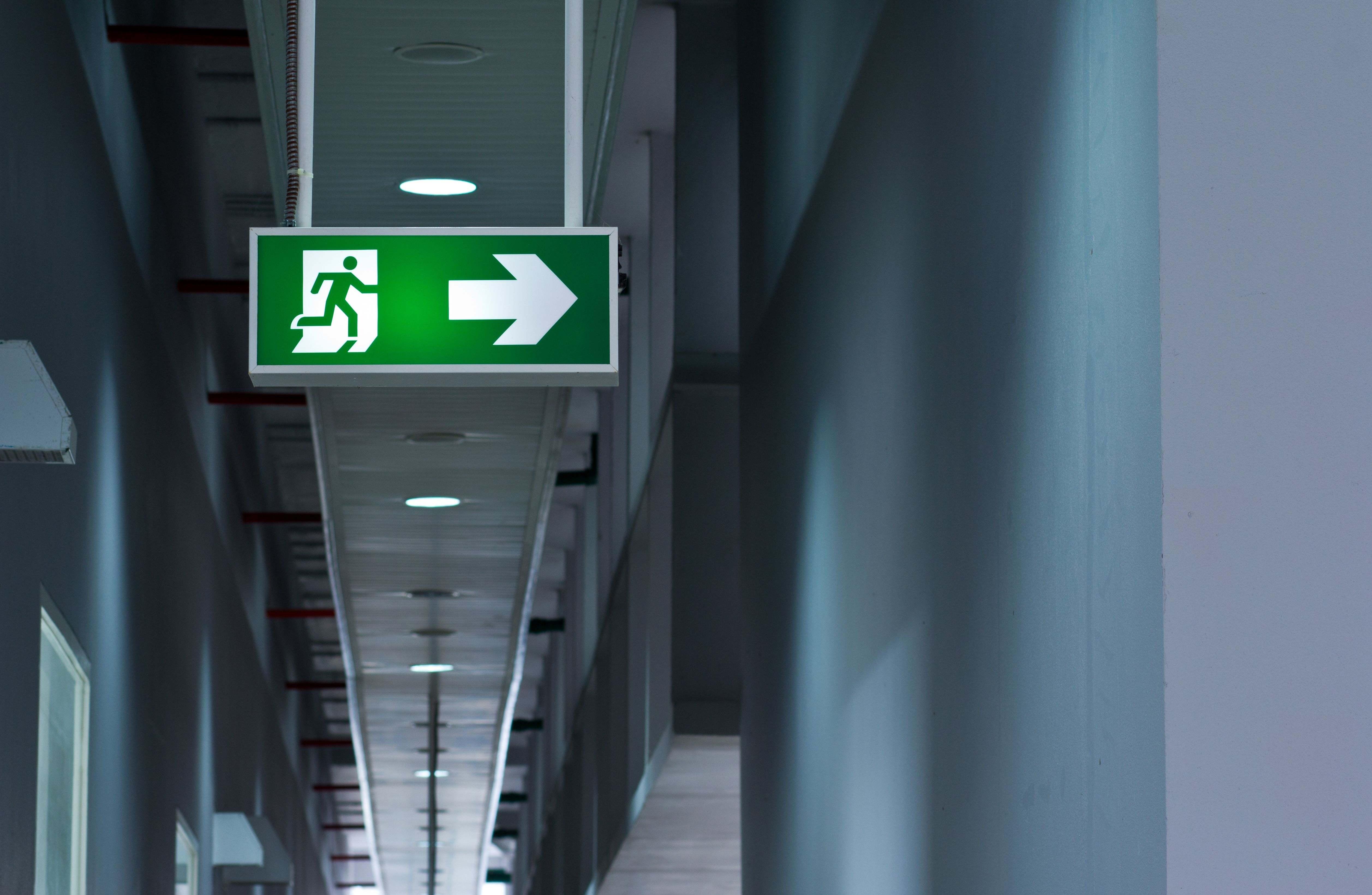 Illuminazione di sicurezza o blocco autonomo di illuminazione: la guida completa