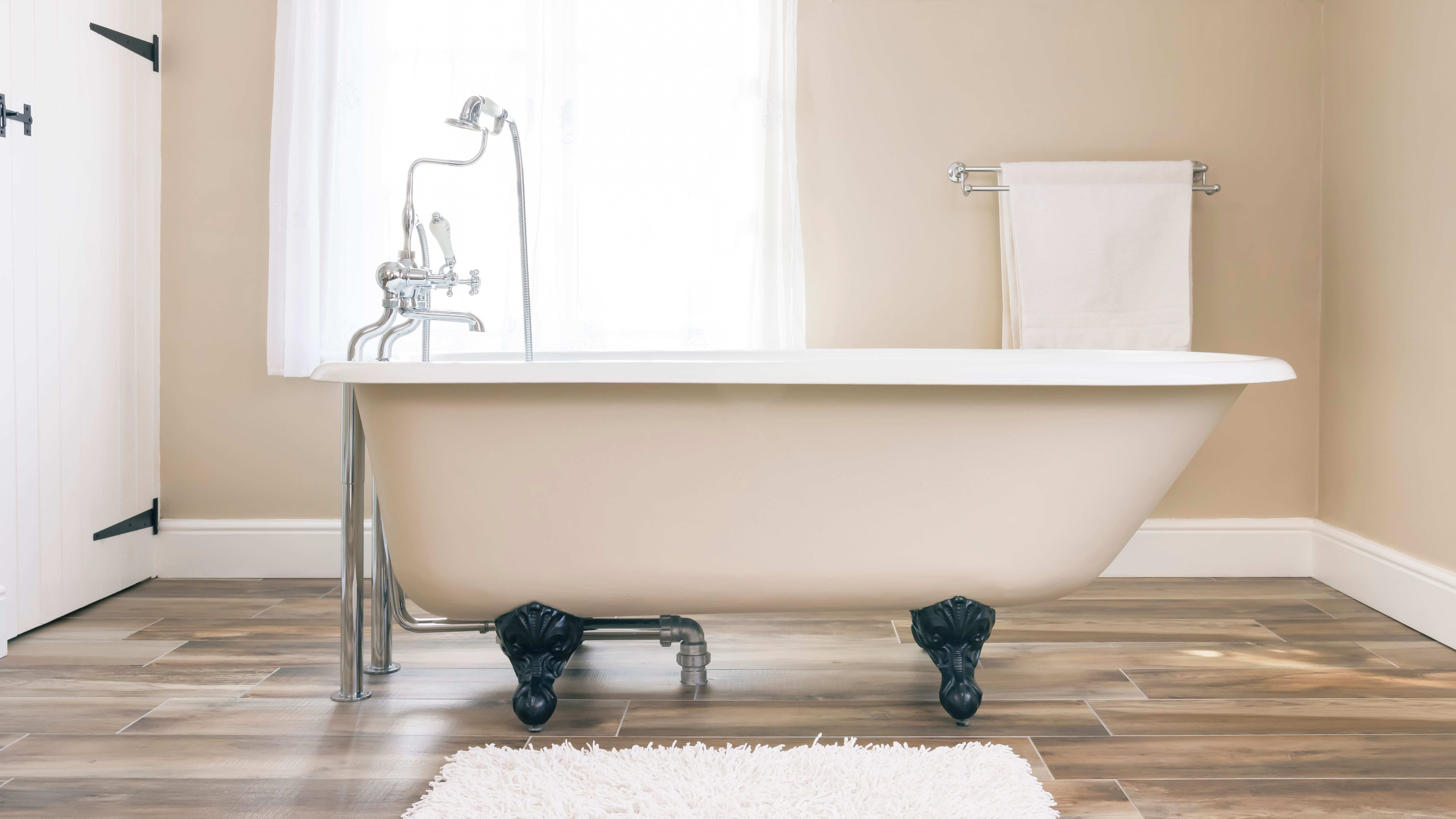 Close look at bathtubs:  prices, materials and brands