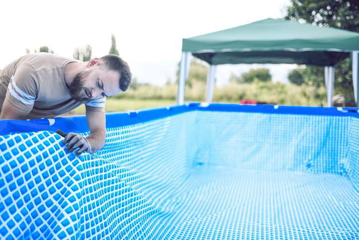 Comment réparer un liner de piscine déchiré