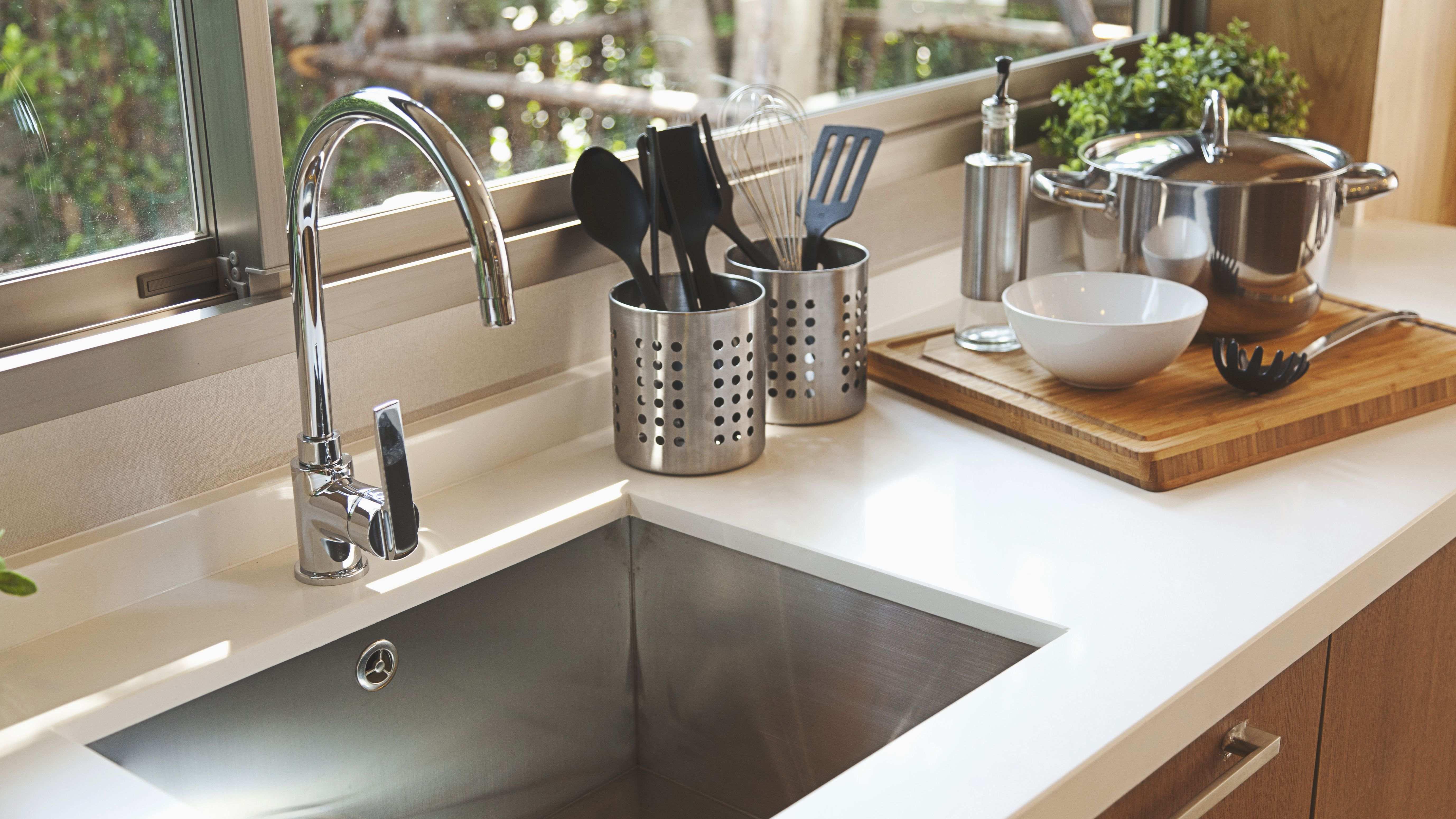 ¿Cómo elegir accesorios para el fregadero de la cocina?