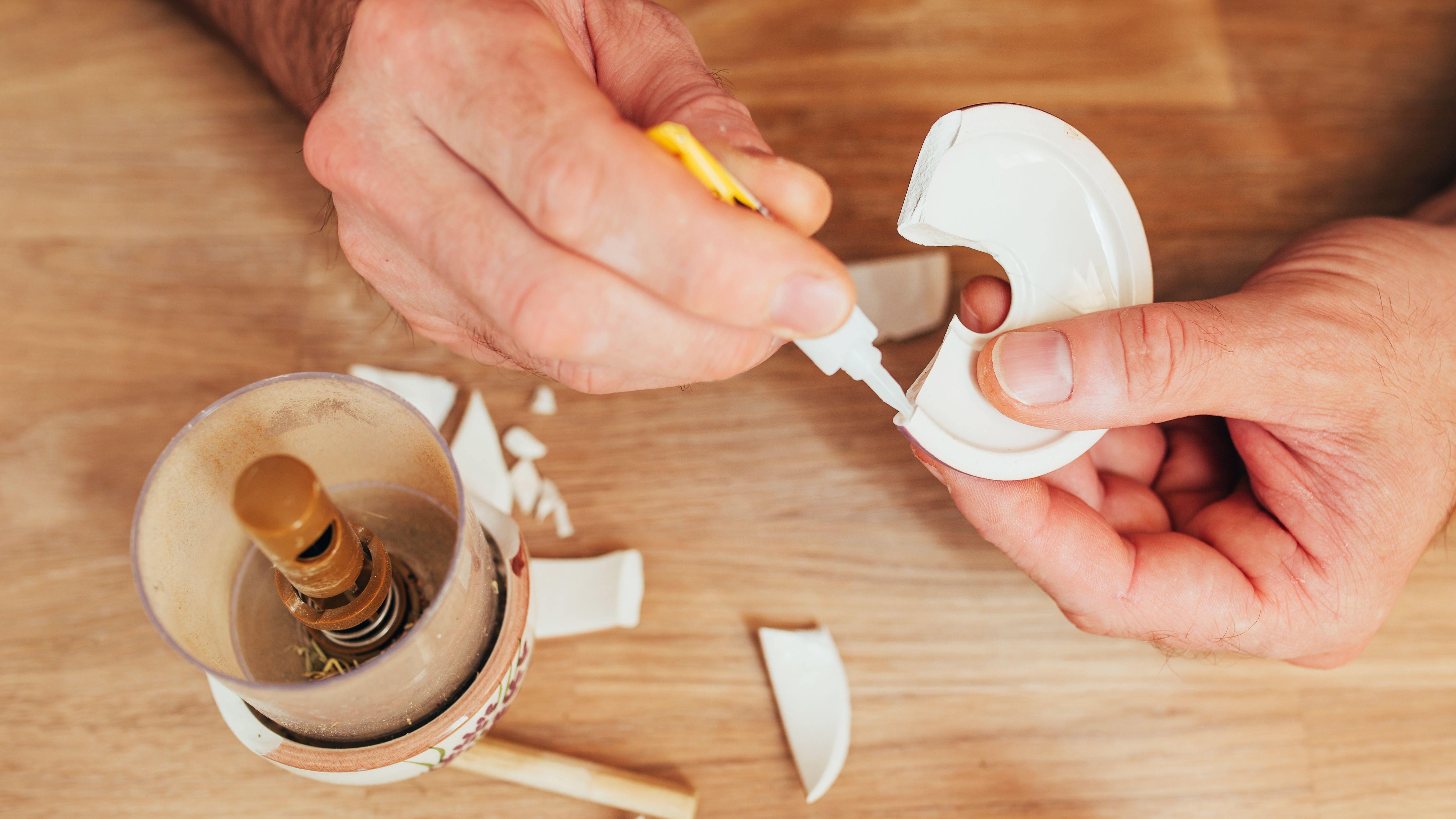 Come scegliere colle, mastici e adesivi di fissaggio