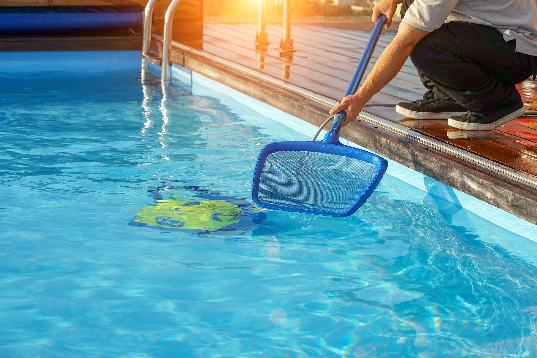 Cómo limpiar y mantener una piscina