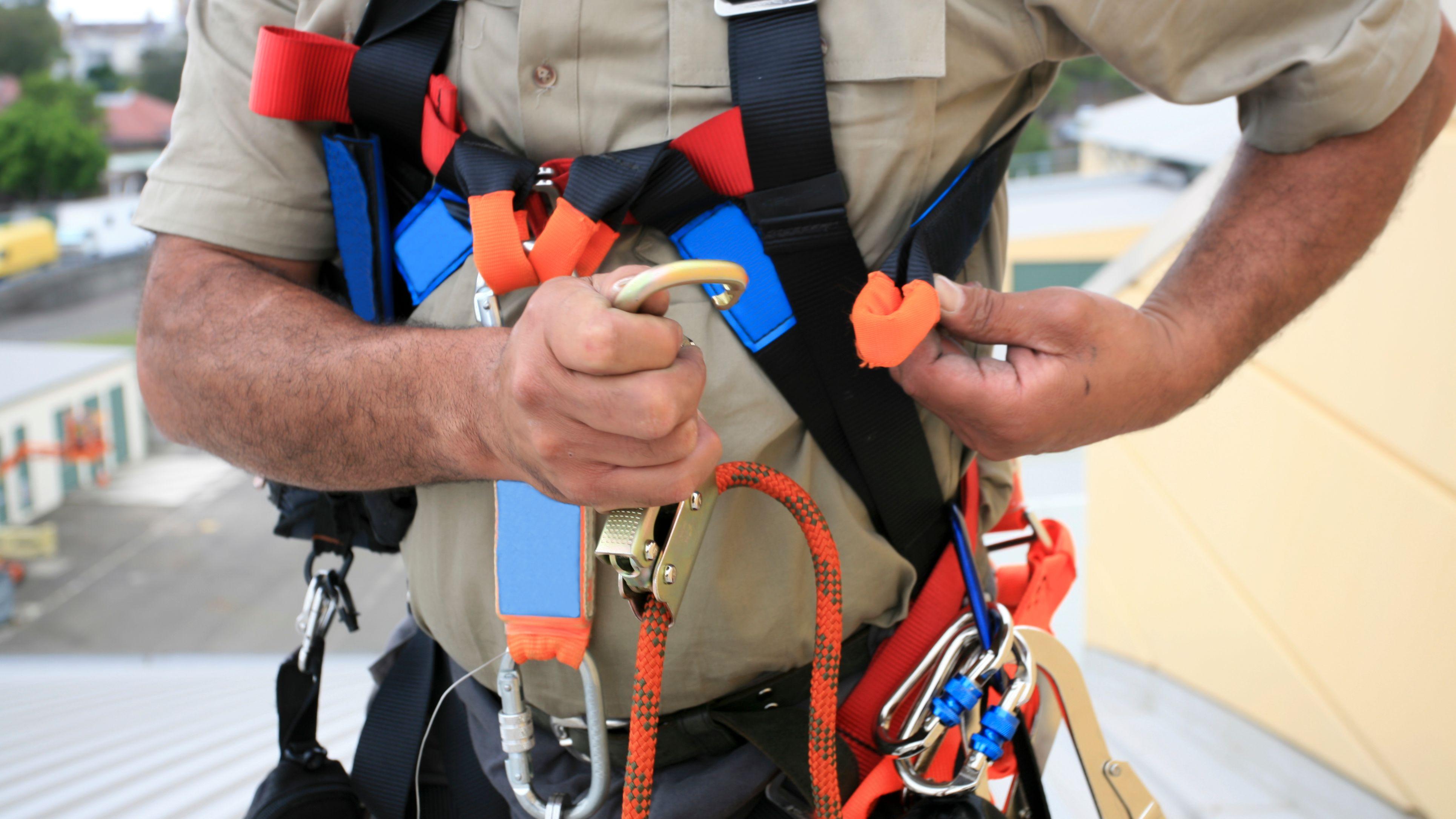 Comment choisir son harnais anti-chute et ses accessoires