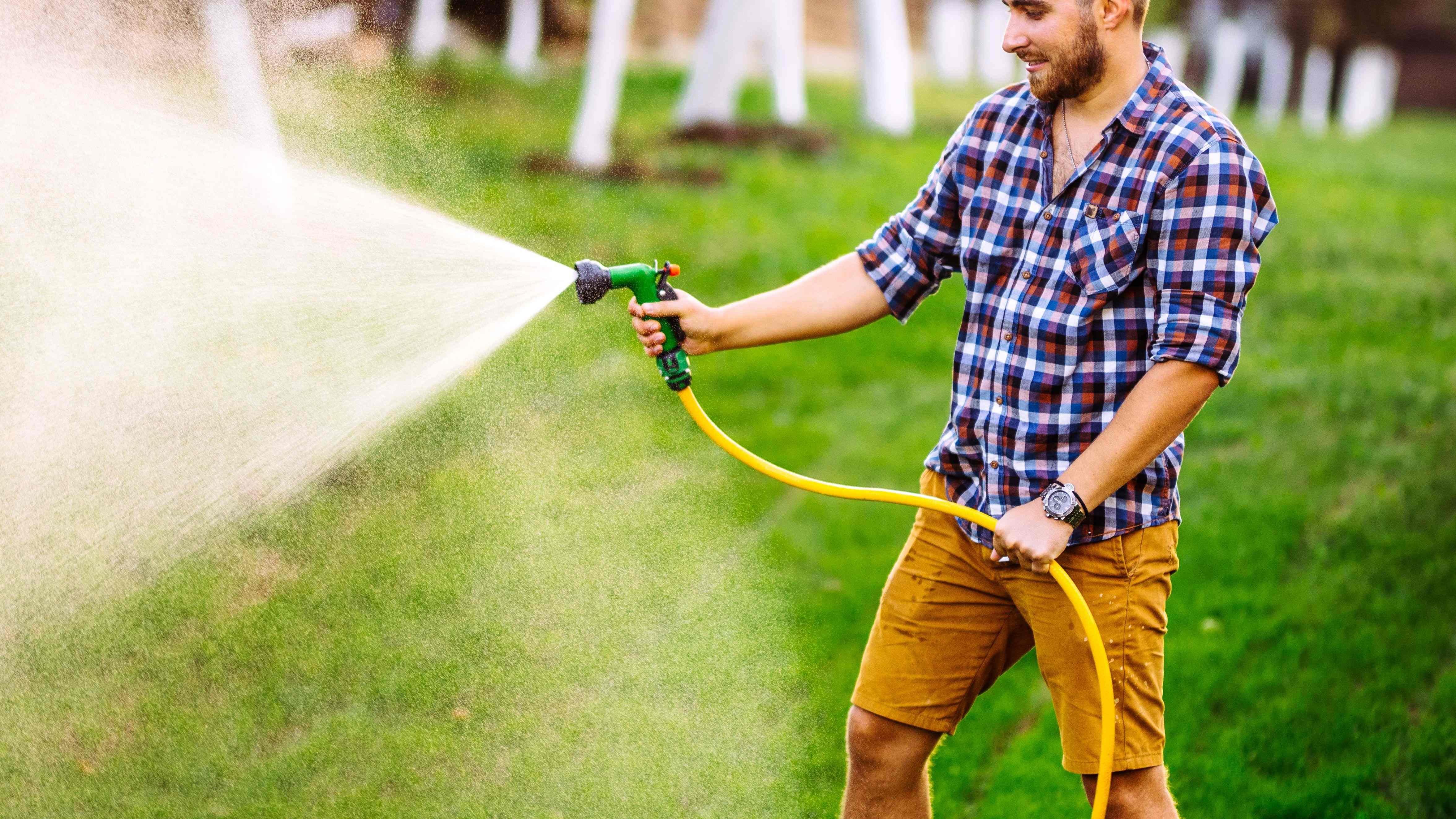 Come scegliere il tubo da giardino e l'avvolgitubo