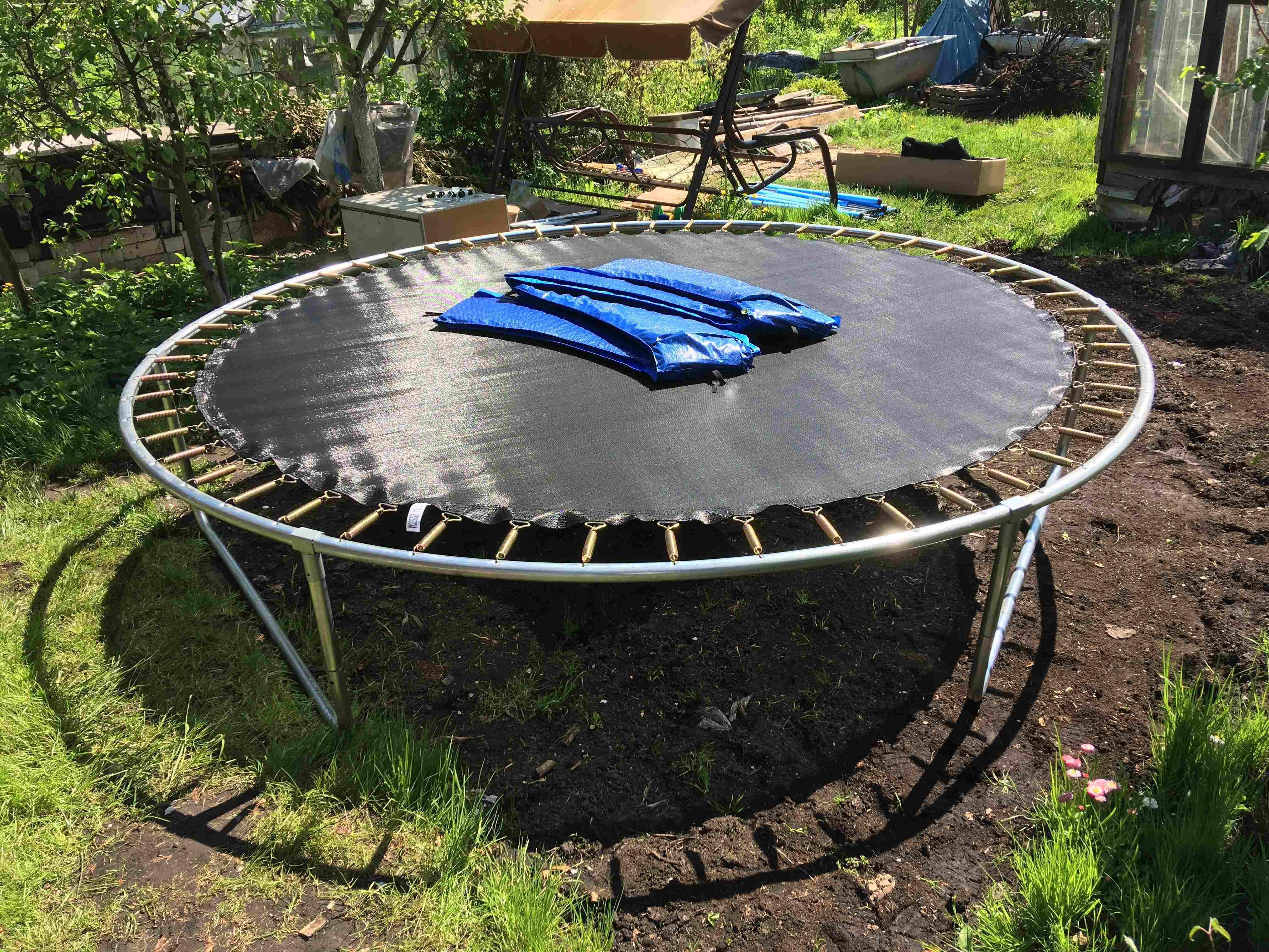 Ein Trampolin aufbauen: So geht's