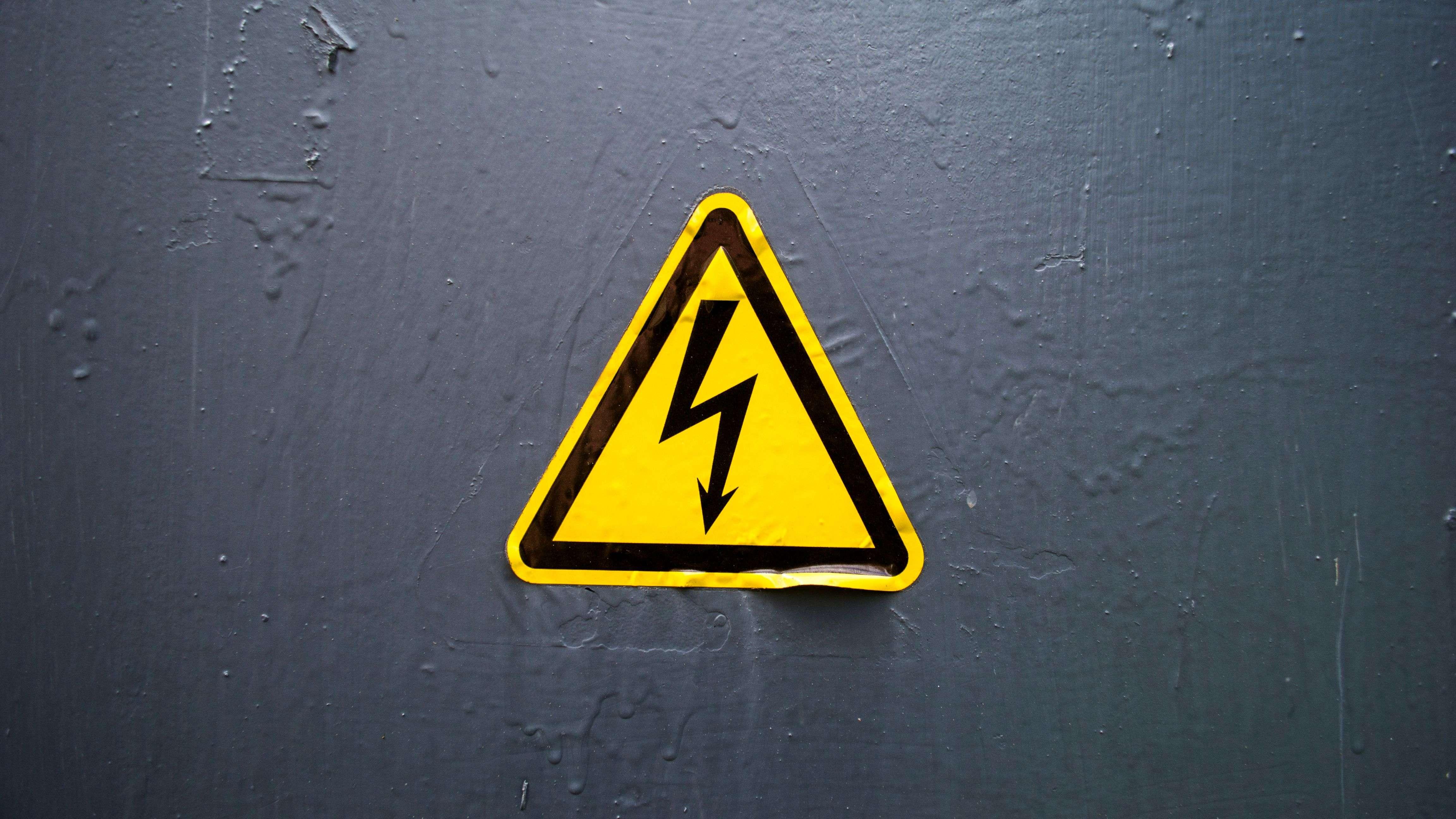 Gefahren und Risiken beim Arbeiten mit Strom
