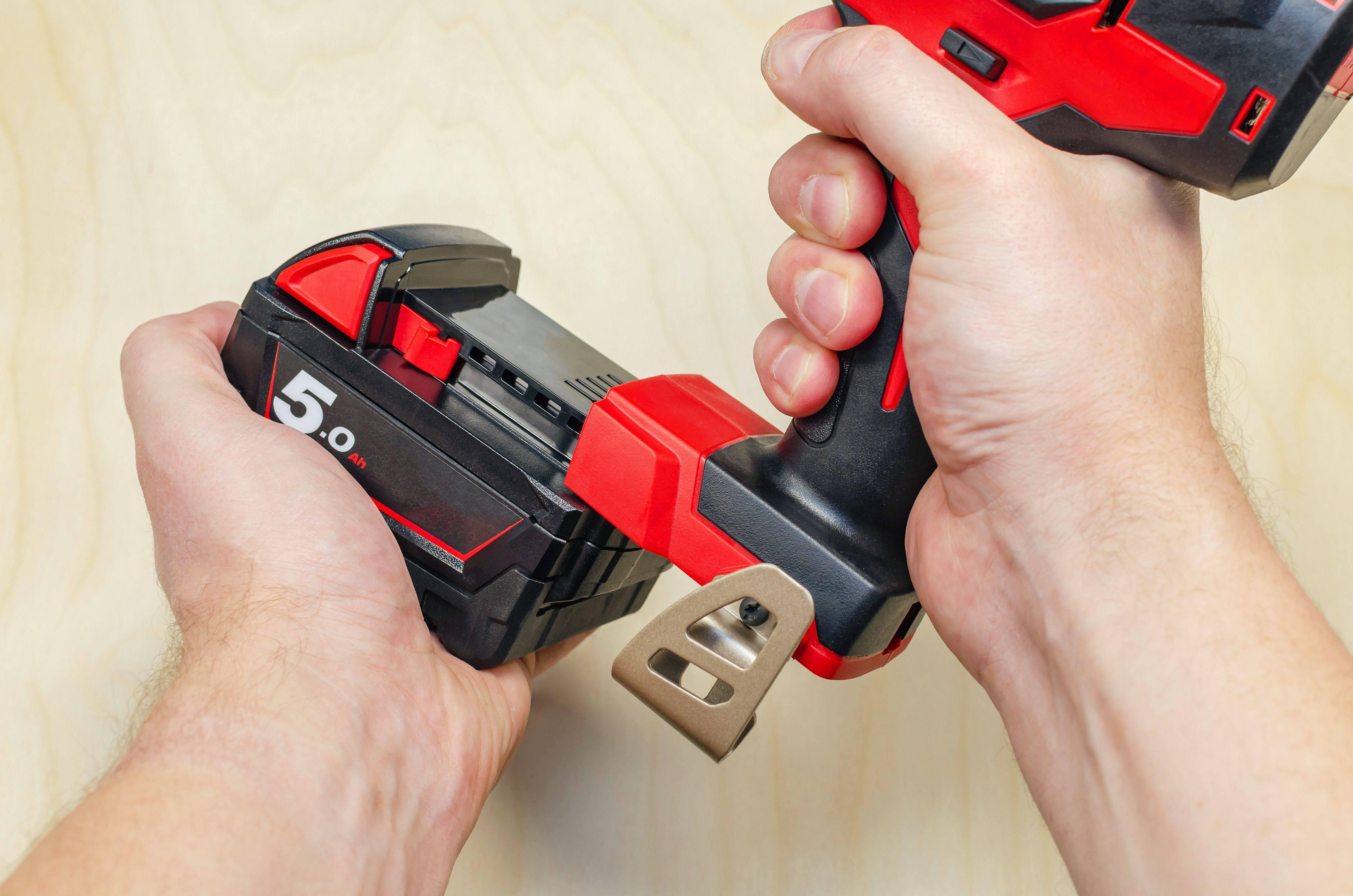 Comment choisir  son chargeur de batterie pour outil électroportatif