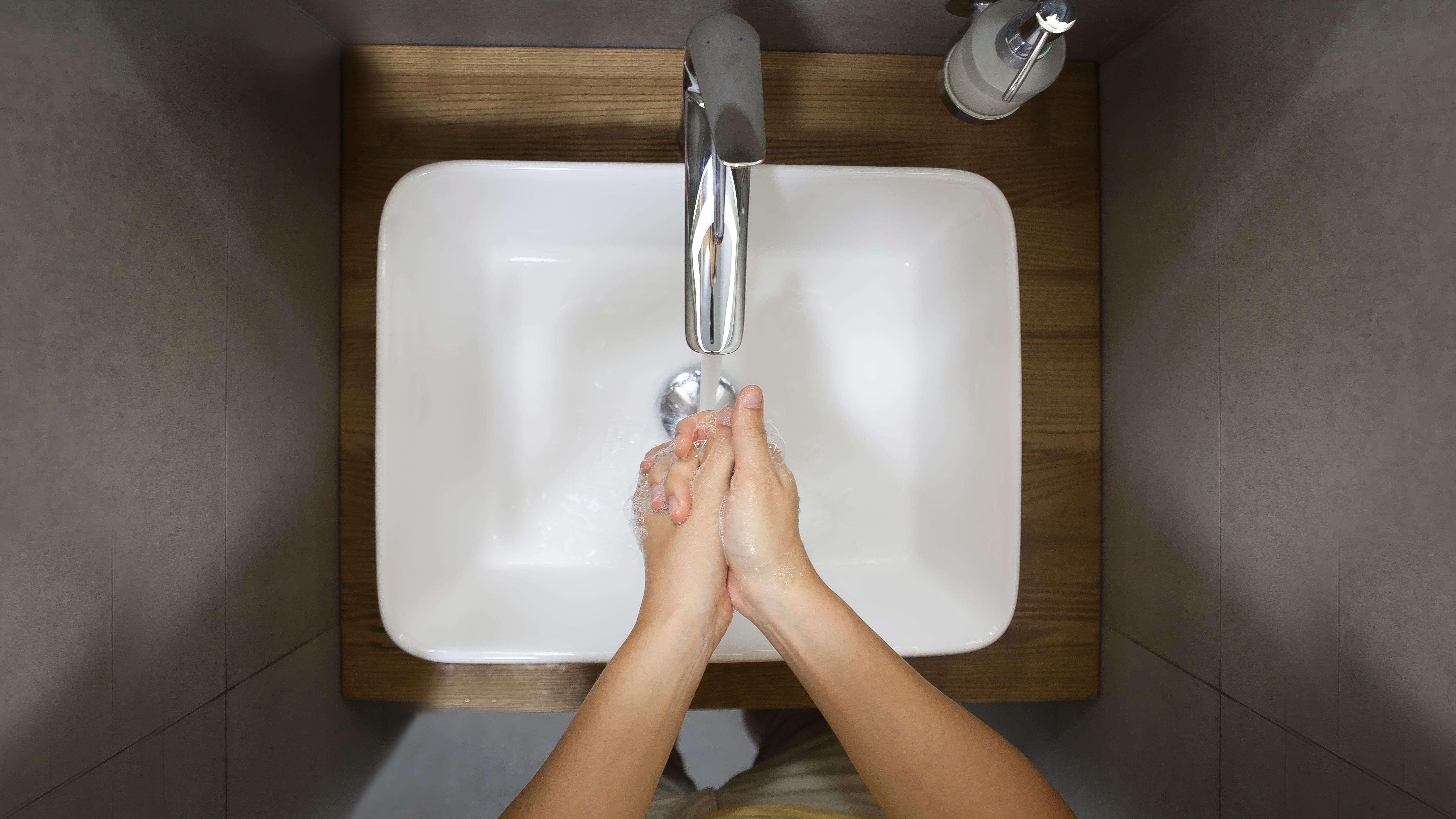 Vasque ou lavabo : que choisir pour votre salle de bains