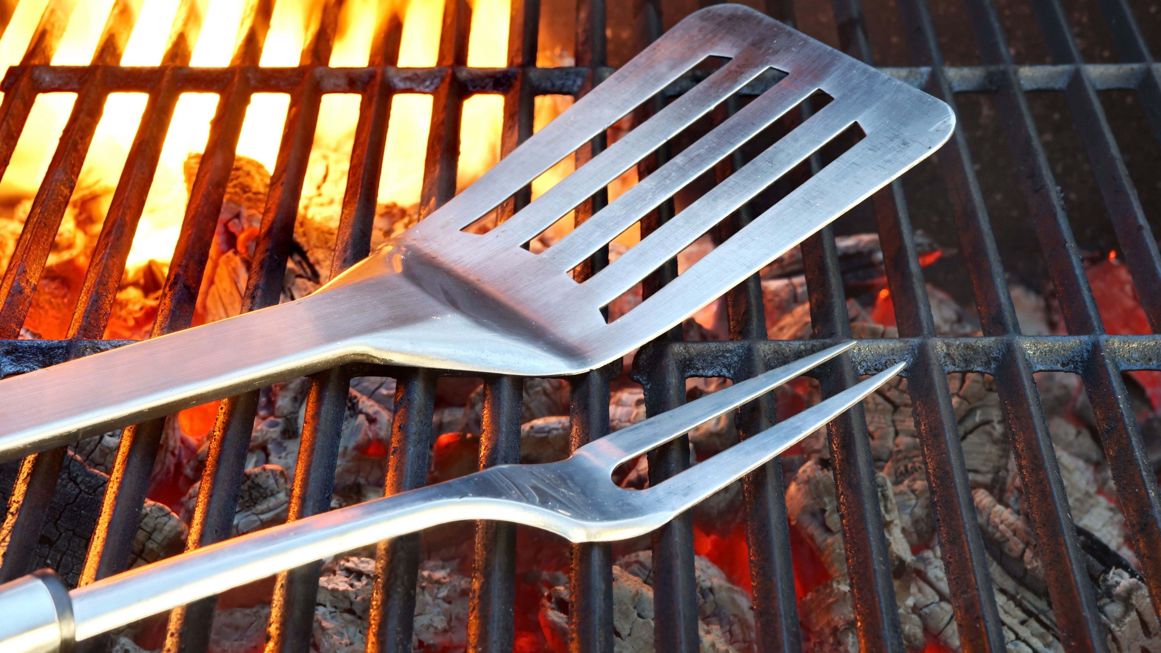 Accessoires de barbecue  : les indispensables pour cuisiner et nettoyer
