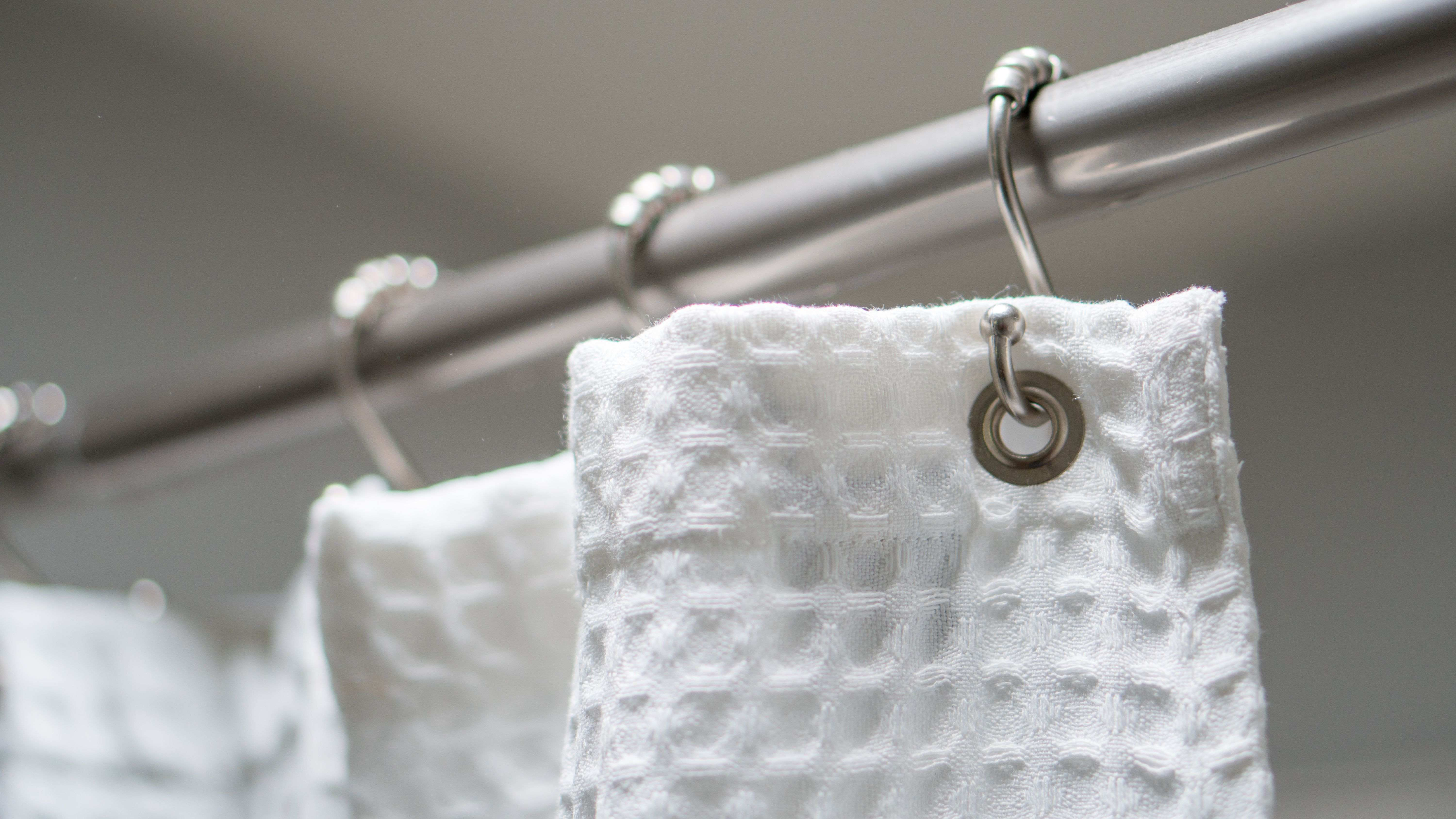 How to put up a curtain pole
