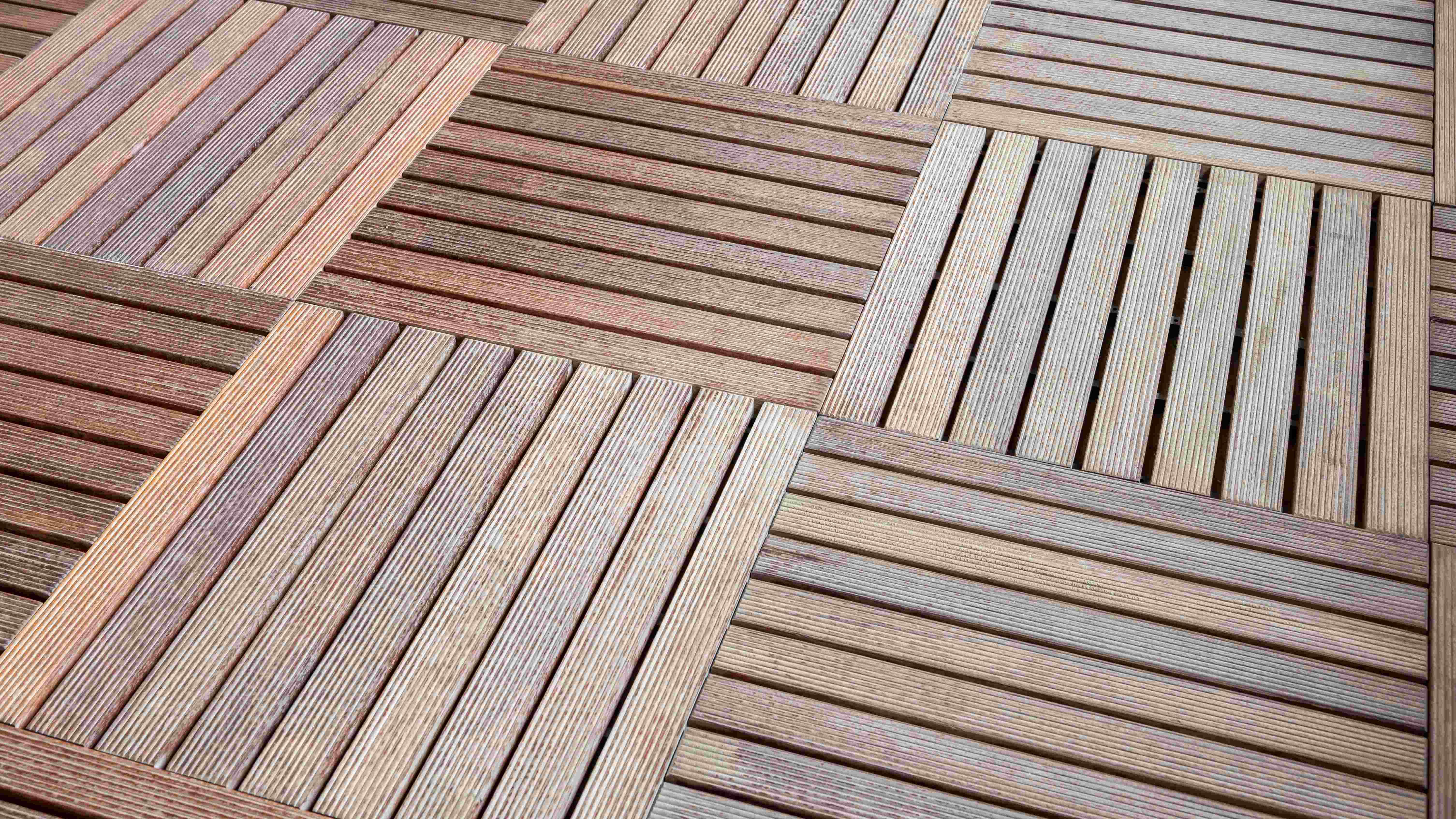 Cómo elegir entre baldosas o lamas para el suelo de la terraza