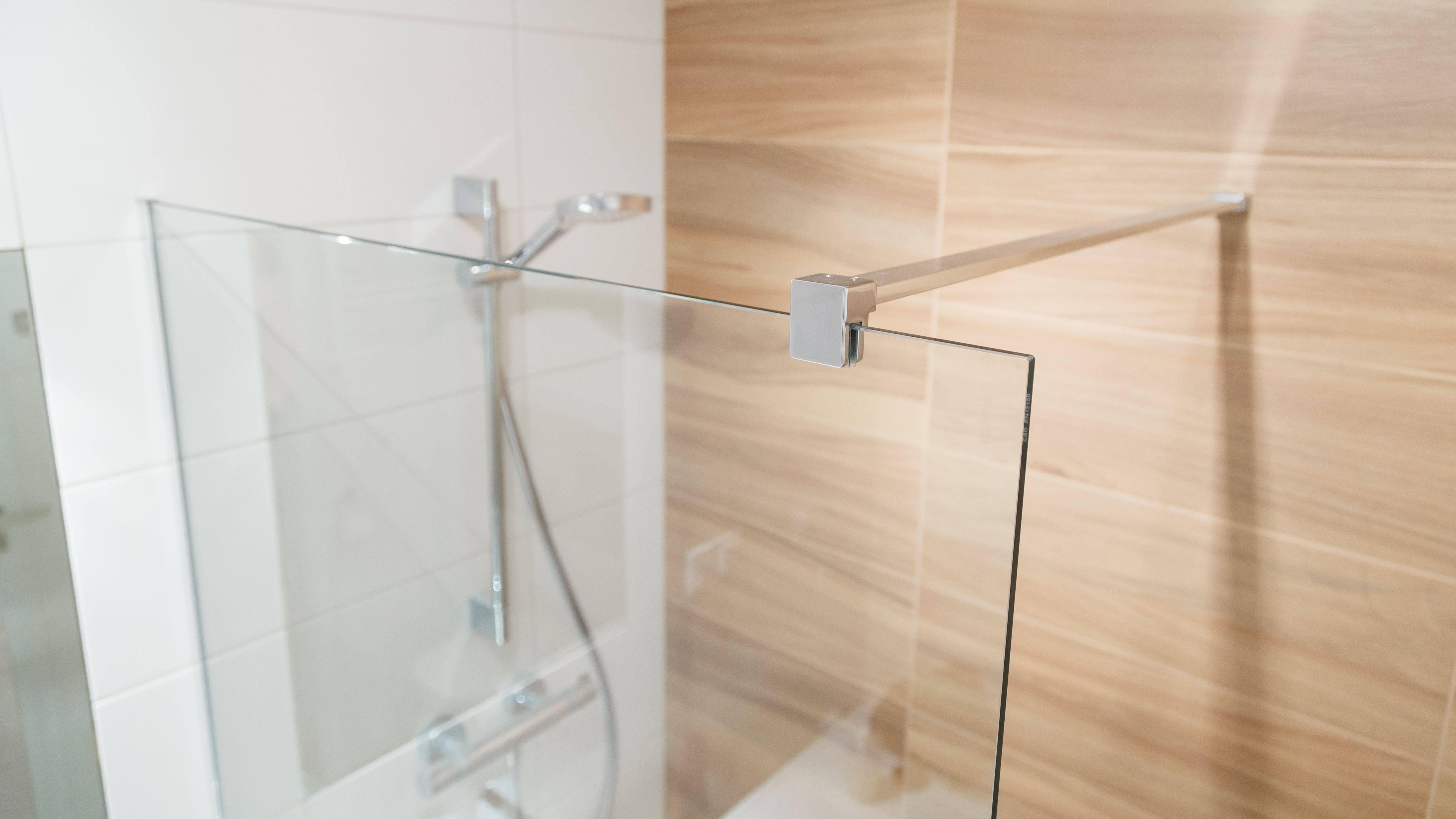 Duschwand einbauen: So geht's