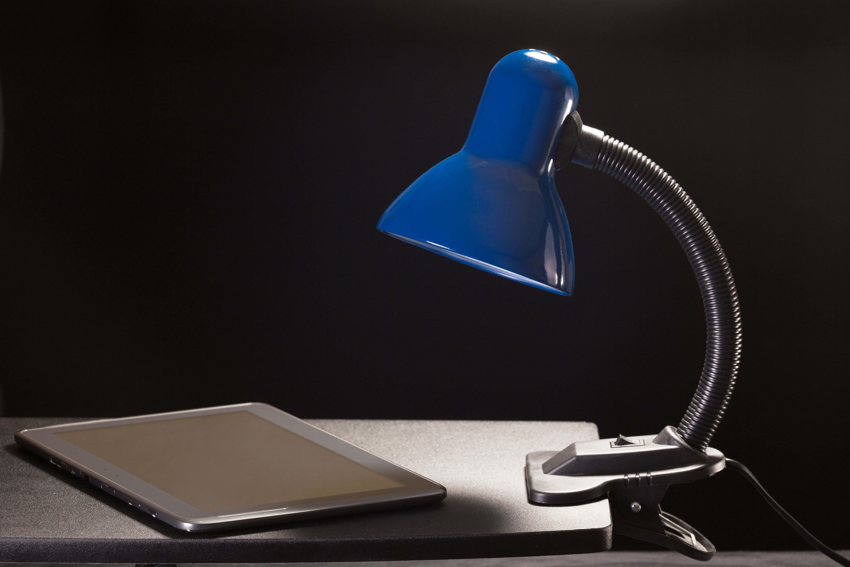 Lampe à pince :  une lampe fonctionnelle pour le bureau, le chevet et le lit