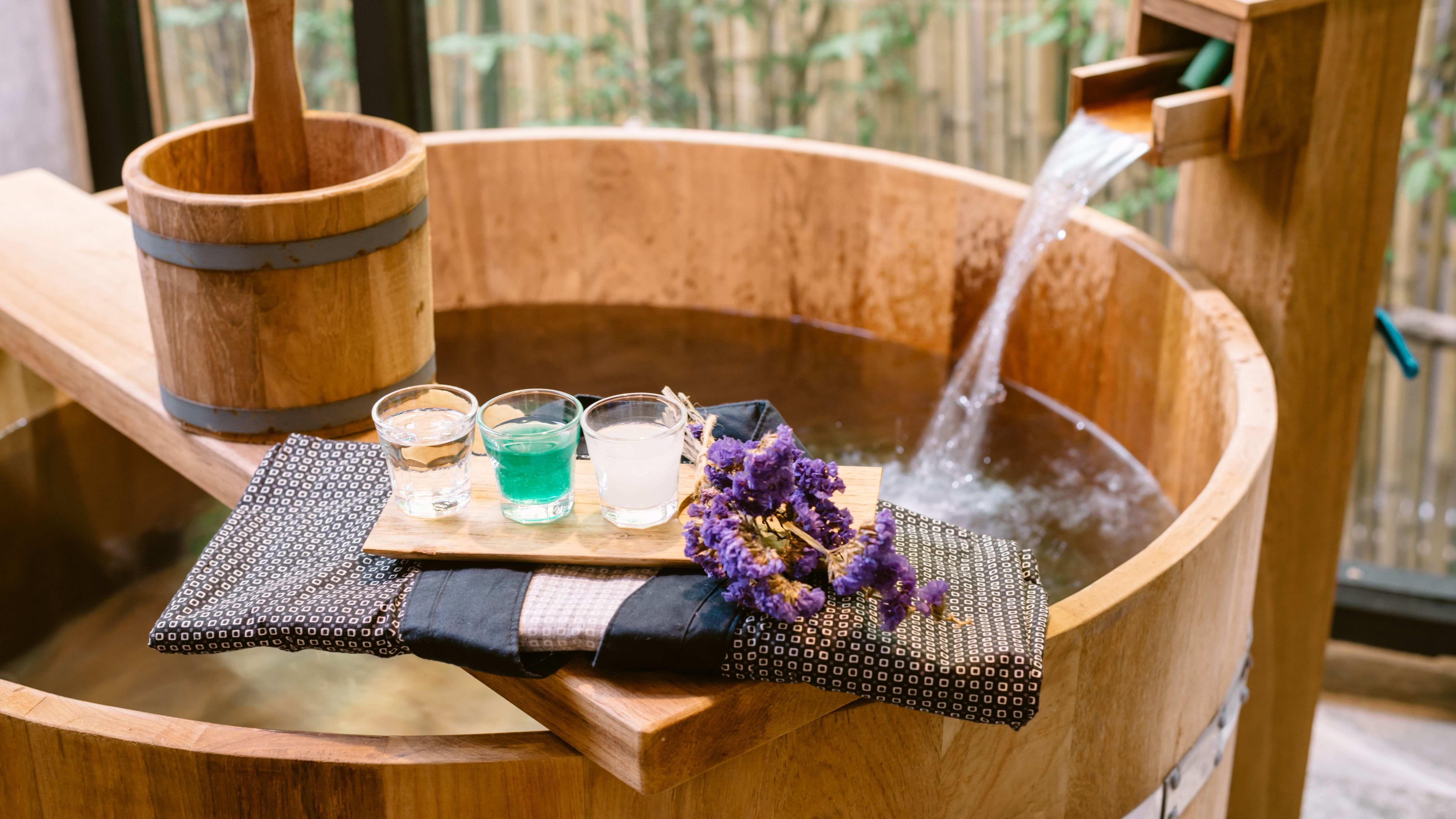 Baño japonés: entre la pureza y las flores de cerezo