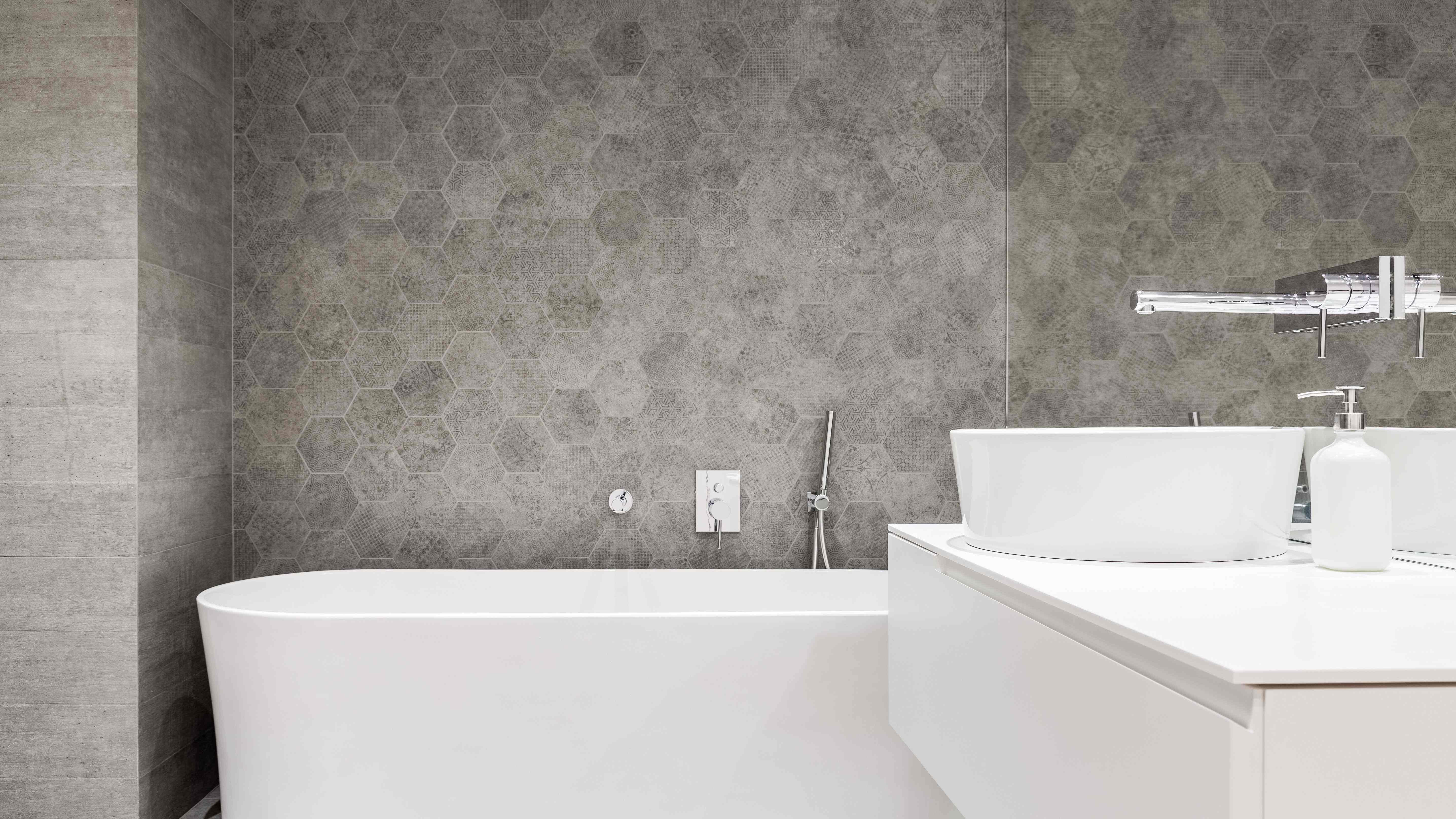 Comment choisir un revêtement mural pour salle de bains ?