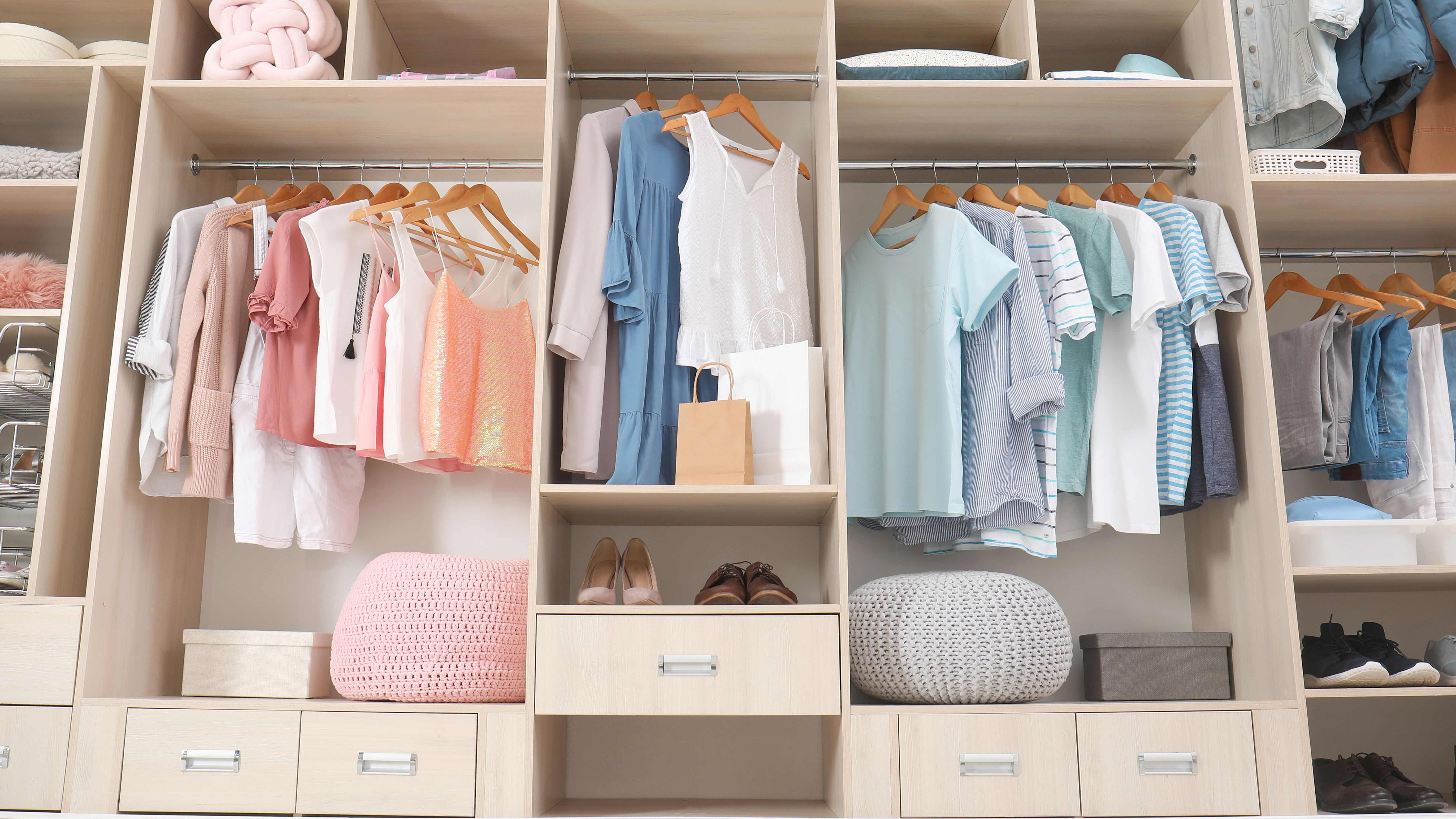How to choose between having a wardrobe or a large bathroom?