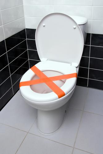 Toilettes bouchées : comment les déboucher
