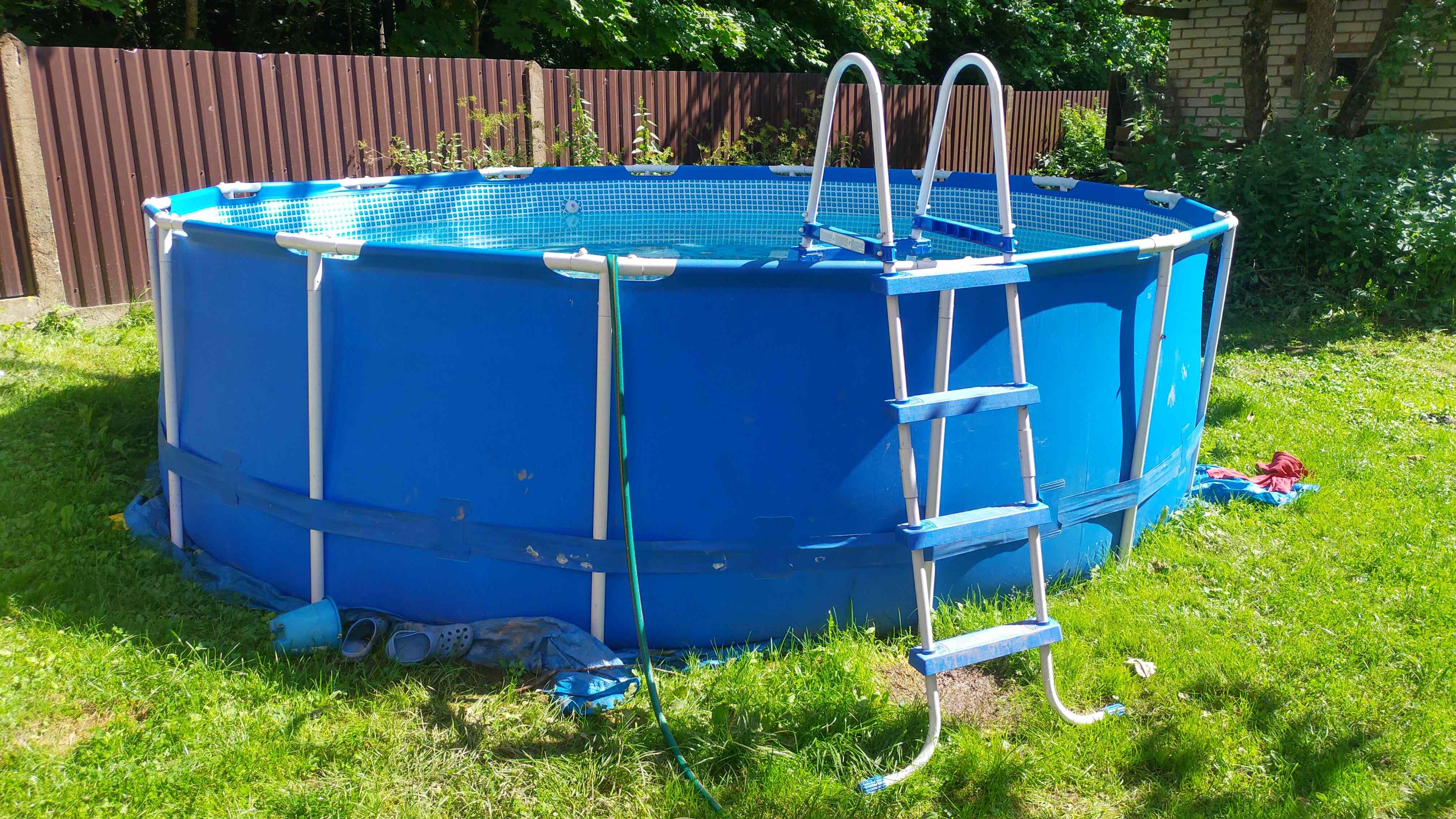 Cómo instalar una piscina elevada