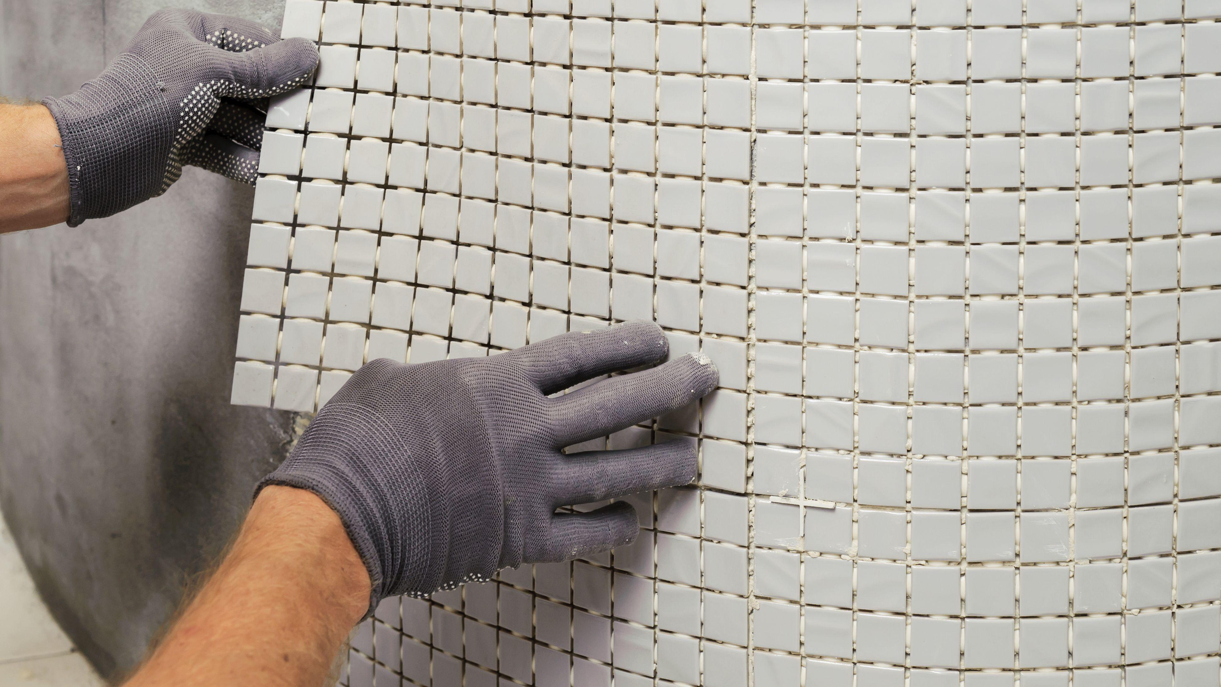 Comment poser  de la mosaïque dans une salle de bains