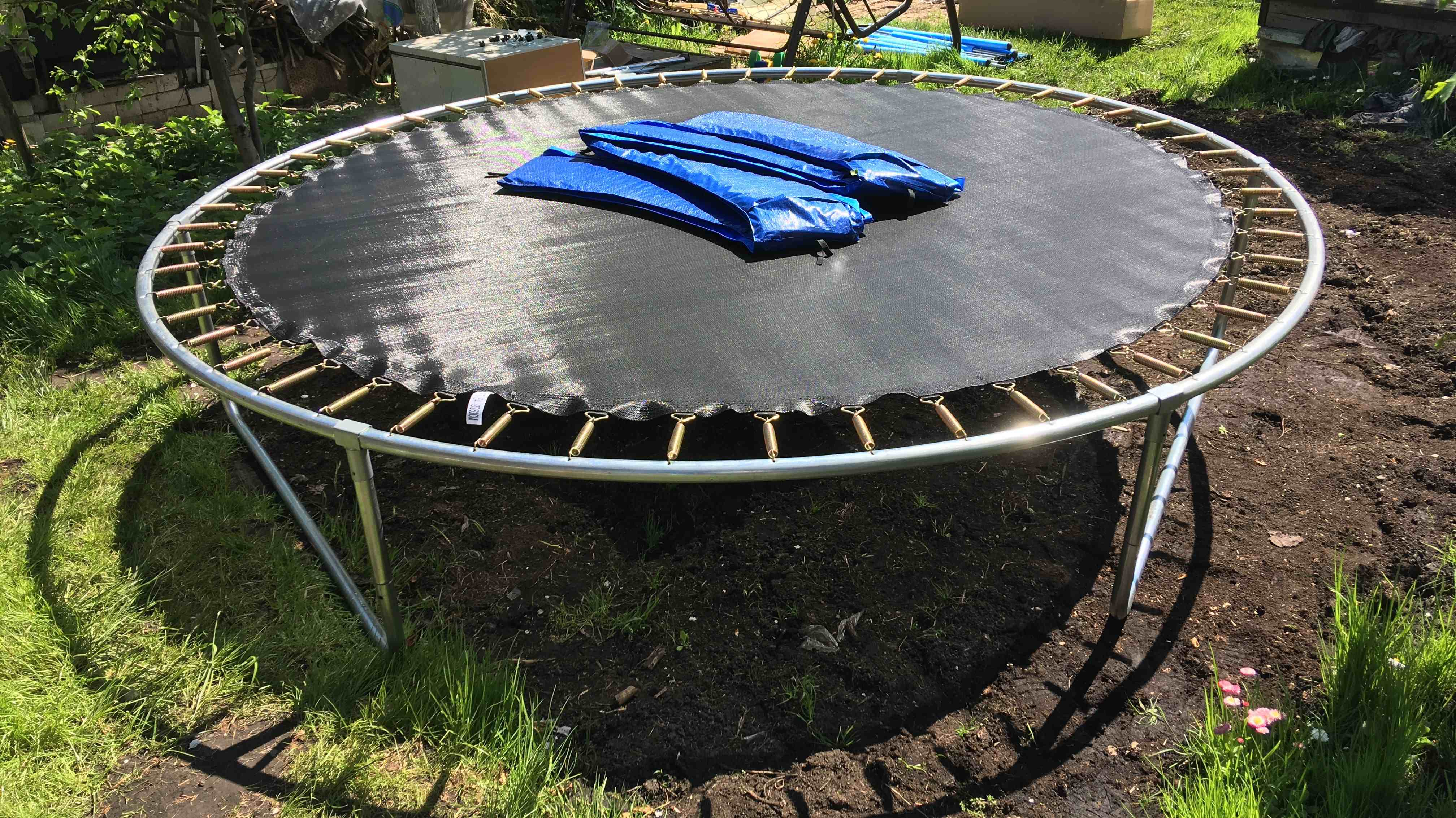 Accessoires de trampoline : bâche, filet, coussin et kit d'ancrage