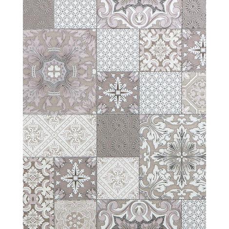 Empapelado para baños y cocinas EDEM 87001BR13 papel pintado vinílico ligeramente texturado con dibujo tipo azulejos y acentos metálicos beige taupe blanco plata 5,33 m2