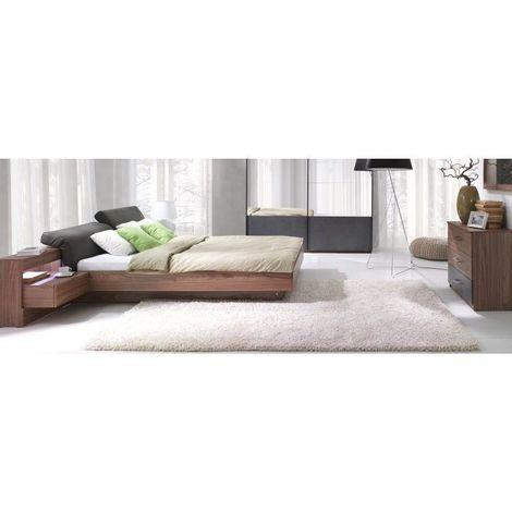 Ensemble design pour chambre à coucher RENATO. Lit avec sommier 180x200 cm, tables de chevet intégrées, commode - Marron