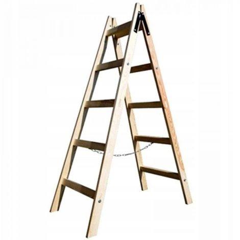 Escalera de madera espaciando 5 niveles de pintura