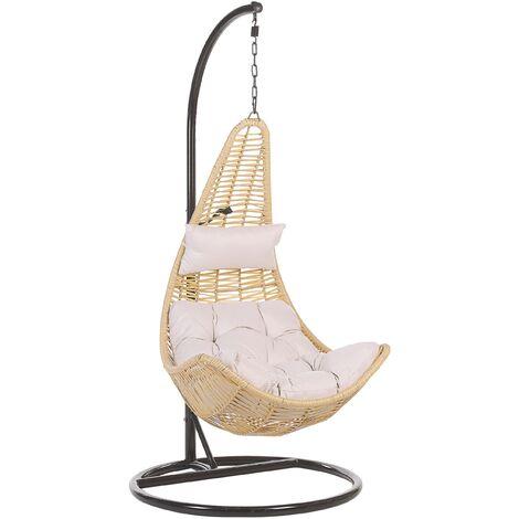 Fauteuil oeuf suspendu beige en rotin avec pied en acier noir et coussin