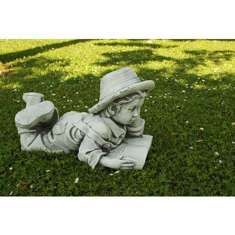 Figura decorativa de Niño Leyendo en hormigón-piedra para el jardín exterior 30x53x33cm.