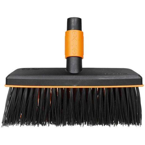 Fiskars Cepillo de exterior, Cabezal de herramienta QuikFit, Largo: 26 cm, Cerdas de polipropileno, Negro/Naranja, QuikFit, 1001417