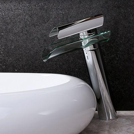 Fregadero moderno con fregadero en cromo pulido con caño de vidrio